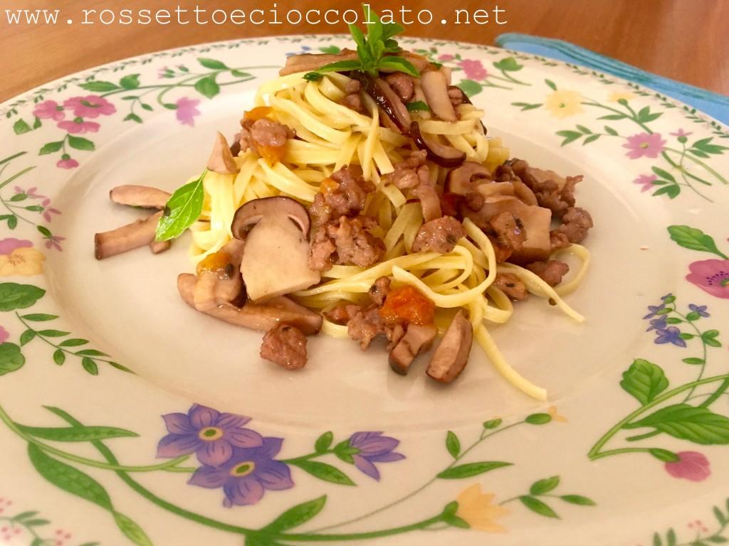 tagliolini-con-salsiccia-e-funghi