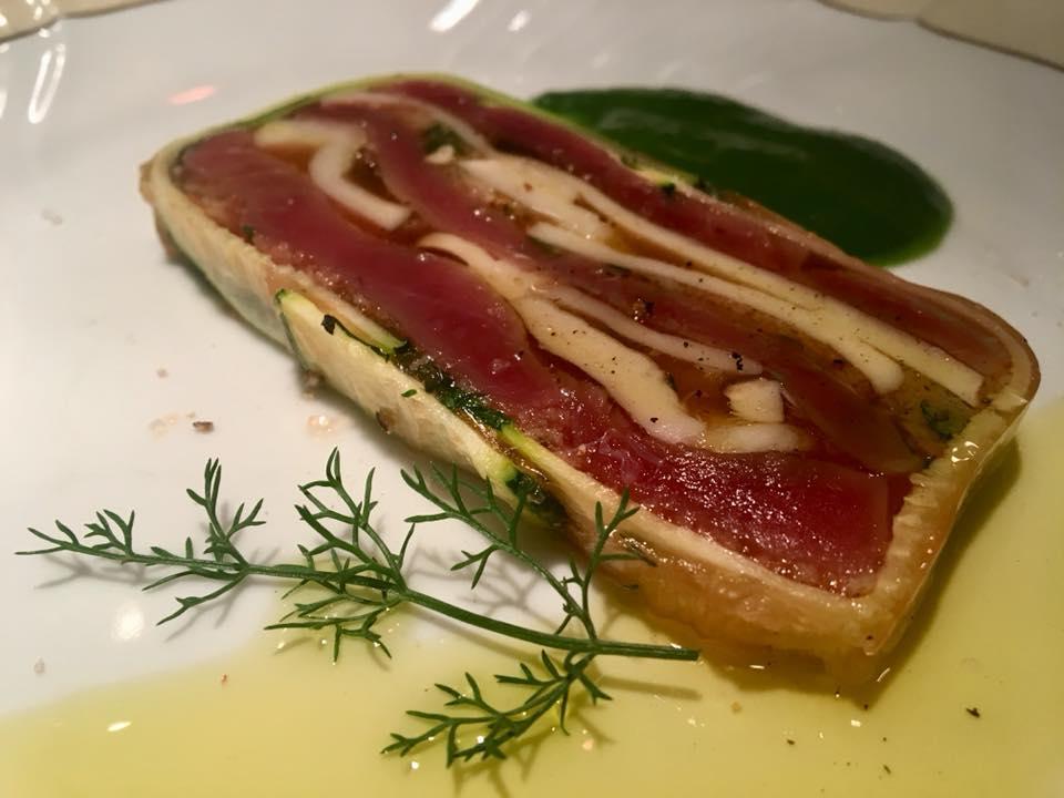 terrina di tonno locale con porcini dell'Etna su salsa di verdure di campagna