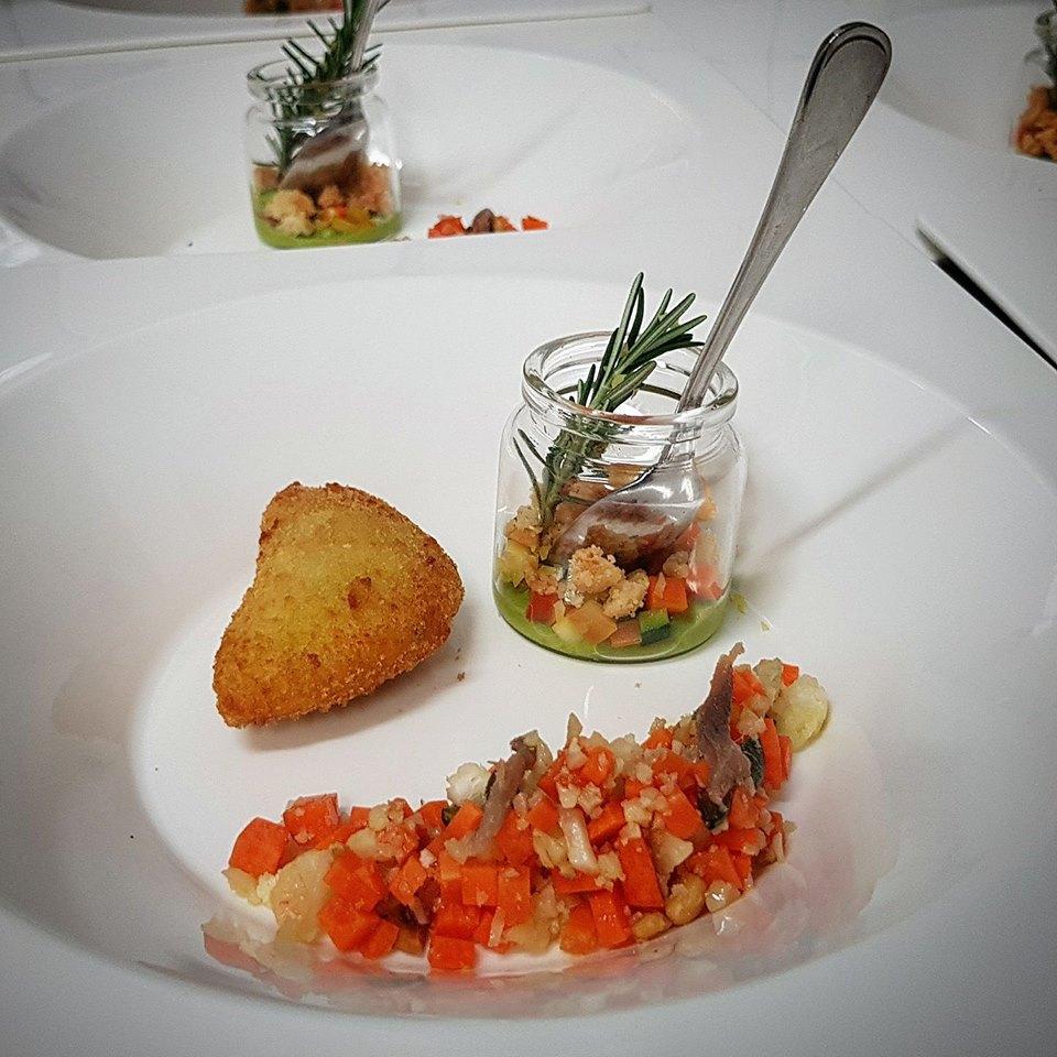 Raviolini di riso con senape e acciughe , tabulè di finta semola di cavolfiore e semi di zucca, briciole di grano duro e croccanti di yogurt, buccia di limone e piselli