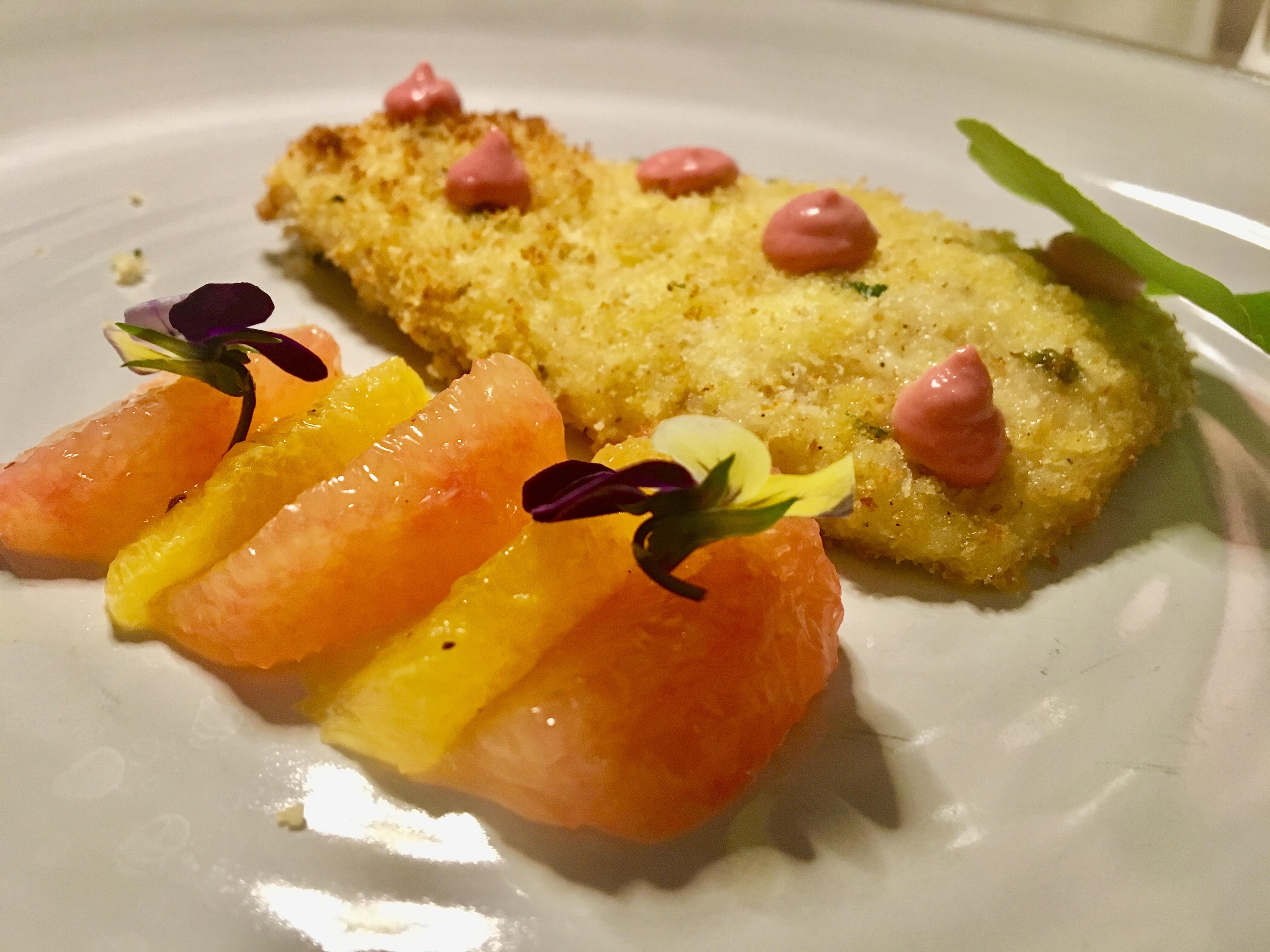 Filetto di rombo in panura di origano, maionese ai lamponi e agrumi
