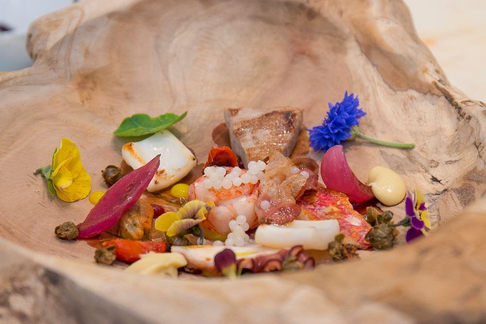 Caviale di lumaca nel piatto dello chef Pietro d'Agostino per la festa dei cuochi etnei