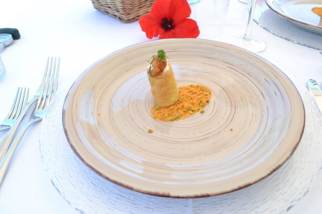 Pacchero fritto con ricotta lampedusana e ricci di mare
