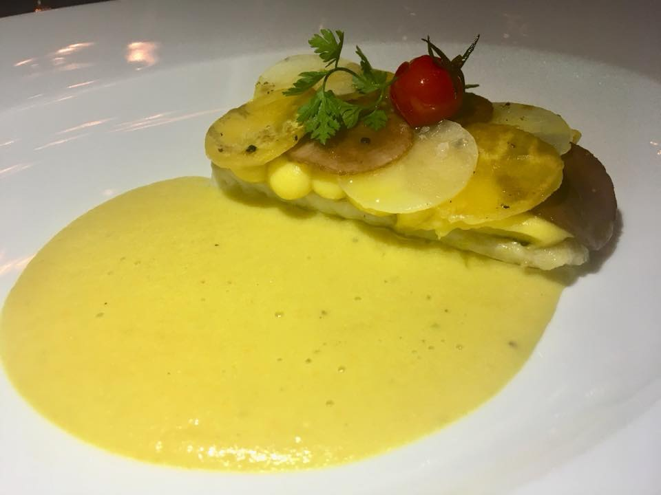 Filetto di dentice, patate gialle e viola