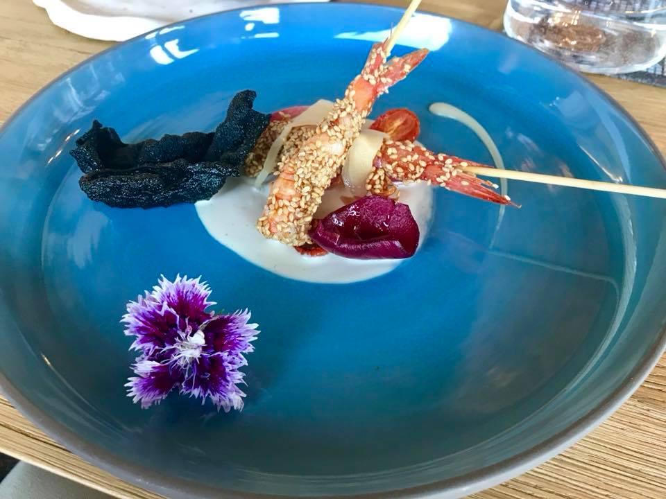 Gambero rosso su maionese di pinoli, con cipollotto in agrodolce